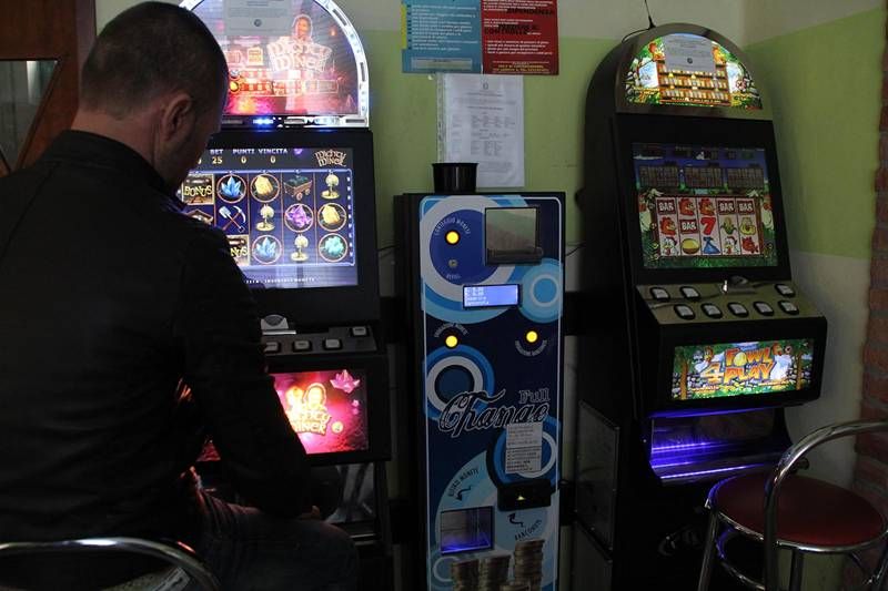 Slot machine vietate nelle sale scommesse